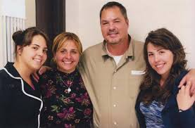 Elizabeth and her daughters visit Ramon in prison in Kentucky.